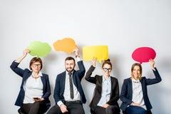 Ludzie biznesu trzyma kolorowych bąble Fotografia Stock