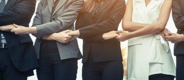 Ludzie biznesu trzyma ręki pokazuje pracę zespołową Zdjęcie Stock