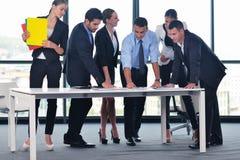 Ludzie biznesu w spotkaniu przy biurem Zdjęcie Stock