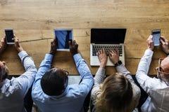 Ludzie biznesu w spotkaniu używa przyrząda zdjęcia royalty free