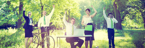 Ludzie Biznesu Zielenieją Biznesowego sukcesu pojęcie Outdoors zdjęcie stock