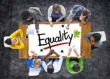 Ludzie Brainstorming o równość pojęciach obrazy royalty free