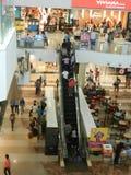 Ludzie chodzą ans zakupy przy viviana centrum handlowym, Mumbai, ind, 23rd 2017 Wrzesień Fotografia Stock