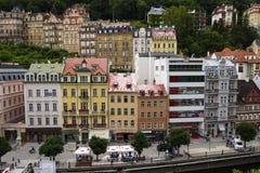 Ludzie chodzą na ulicach zdrój, 2016 w Karlovy Zmieniają, republika czech grodzki Karlovy Zmienia na Lipu 3 Obrazy Royalty Free