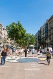 Ludzie chodzą przy sławną losu angeles Rambla ulicą Przegląda z śliwkami De L ` Os m Zdjęcia Stock