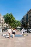 Ludzie chodzą przy sławną losu angeles Rambla ulicą Przegląda z śliwkami De L ` Os m Zdjęcia Royalty Free