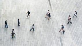 Ludzie chodzą dalej przez biznesowego miasta ulicznego Powietrznego odgórnego widok Fotografia Royalty Free