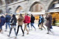 Ludzie Chodzi, godzina szczytu w mieście obrazy royalty free