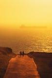 Ludzie chodzi na parkowym pobliskim morzu Fotografia Stock
