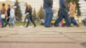 Ludzie chodzi na ulicie miasto zdjęcie wideo