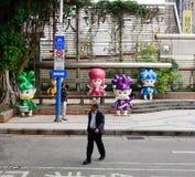 Ludzie chodzi na ulicie przy dzielnicą biznesu w Taipei, Tajwan zdjęcia royalty free