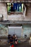 Ludzie chodzi na ulicznym Habana Vieja Fotografia Royalty Free