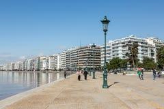 Ludzie chodzi ot Nikis aleję w Saloniki Zdjęcia Royalty Free