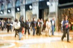 Ludzie chodzi w mieście, ruch plama, zoomu skutek zdjęcie royalty free