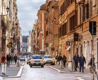 Ludzie chodzi wzdłuż luksusowej zakupy alei Przez Del Babuino Zdjęcia Stock