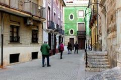 Ludzie chodzi wzdłuż ulicy Villena miasto blisko Santiago Obciosują obrazy royalty free
