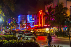 Ludzie cieszą się życie nocne przy Fotografia Royalty Free