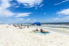 Ludzie cieszą się piękną plażę przy Niceville Fotografia Royalty Free
