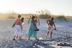 Ludzie cieszą się piękną plażę w St Augustine Obrazy Royalty Free
