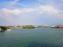 Ludzie cieszą się statku wycieczkowego monarchicznego podróżowanie Aruba, Bonaire, Curacao, Panama i Cartagena, obrazy royalty free