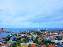 Ludzie cieszą się statku wycieczkowego monarchicznego podróżowanie Aruba, Bonaire, Curacao, Panama i Cartagena, zdjęcie royalty free