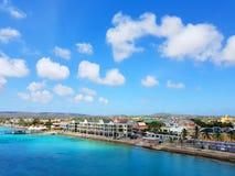 Ludzie cieszą się statku wycieczkowego monarchicznego podróżowanie Aruba, Bonaire, Curacao, Panama i Cartagena, obraz royalty free