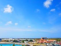 Ludzie cieszą się statku wycieczkowego monarchicznego podróżowanie Aruba, Bonaire, Curacao, Panama i Cartagena, zdjęcie stock