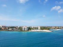 Ludzie cieszą się statku wycieczkowego monarchicznego podróżowanie Aruba, Bonaire, Curacao, Panama i Cartagena, zdjęcia royalty free