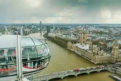 Ludzie cieszą się widok z lotu ptaka Londyn nad Westminister Obrazy Stock