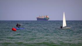 Ludzie cieszą się wodniactwo Varna zatoki Bułgaria Zdjęcie Royalty Free