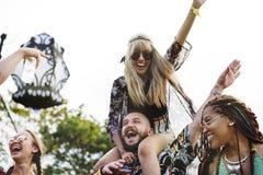 Ludzie Cieszy się muzyka na żywo Koncertowego festiwal Zdjęcie Stock