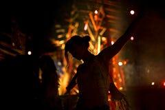 Ludzie Cieszy się muzyka na żywo Koncertowego festiwal Obrazy Royalty Free