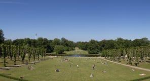Ludzie cieszy się Niedziela popołudnie w parku Obrazy Royalty Free