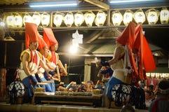Ludzie cieszy się Tenjin festiwal, Osaka Japonia, Poniedziałek, Lipiec 23rd fotografia stock