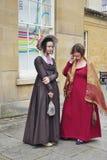 Ludzie costumed w ulicach skąpanie dla Jane Austen festiwalu Zdjęcia Royalty Free