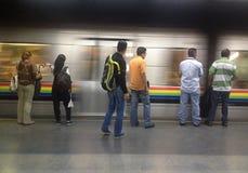 Ludzie czeka pociąg obrazy royalty free