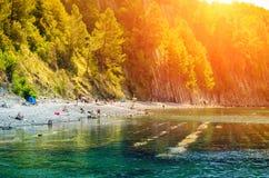 Ludzie dębnika na scenicznym plaża wakacje pojęciu obrazy stock