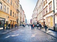Ludzie iść Florianska ulicą Zdjęcia Stock