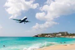 Ludzie i lądowanie samolot Fotografia Royalty Free