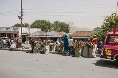 Ludzie i samochody na drodze Zdjęcia Stock