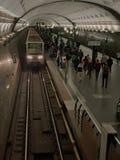 Ludzie i taborowy metro obrazy royalty free