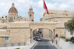 Ludzie i turyści przy ulicami Valleta Malta zdjęcia stock