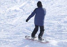 Ludzie jazda na snowboardzie na śniegu Zdjęcia Royalty Free
