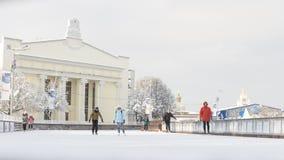 Ludzie jeździć na łyżwach w Moskwa, Rosja zdjęcia royalty free