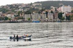 Ludzie jedzie łódź motorowa Zdjęcia Stock