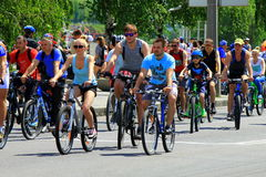 Ludzie jedzie na miasto ulicie na rowerach Fotografia Royalty Free