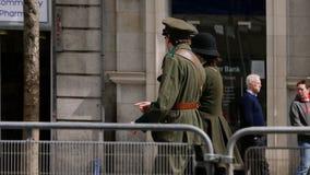 Ludzie jest ubranym okresów mundury Irlandzki republikanin buntują się w Dublin 2016 obrazy stock