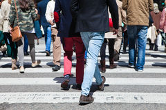 Ludzie krzyżuje crosswalk Fotografia Royalty Free