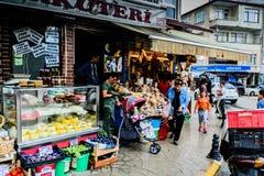 Ludzie lata miasteczko W Turcja Po ulewnego deszczu Fotografia Stock