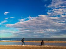 Ludzie ma dobrego czas przy plażą na lecie Czas wolny i czas wolny fotografia royalty free